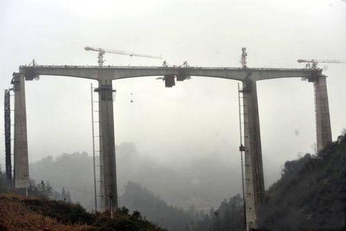 贵阳市域快铁久永线 久河特大桥昨日合龙(图)