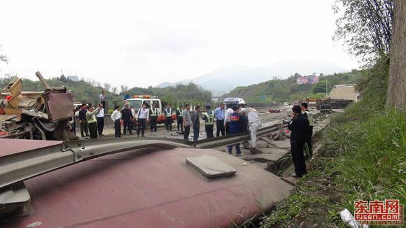 昨天京沈高速车祸视频,贵州夏蓉高速昨天车祸,夏蓉高速郴州高清图片