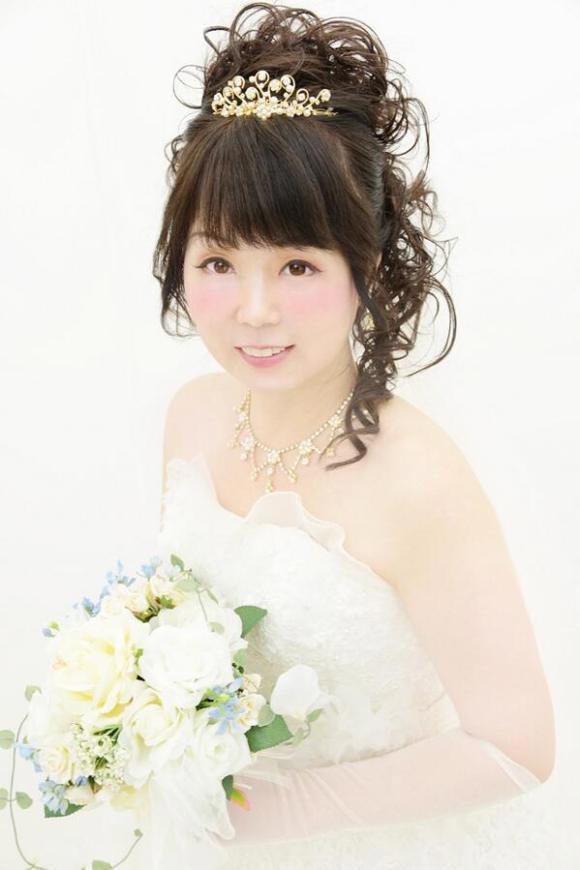 日cosplay迷将54岁母亲化妆成动漫美少女【高