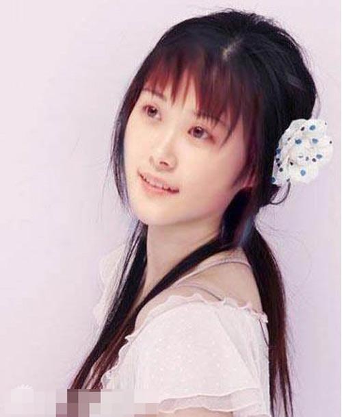 长发美少女撞脸李宇春引热议 清纯似瓷娃娃【
