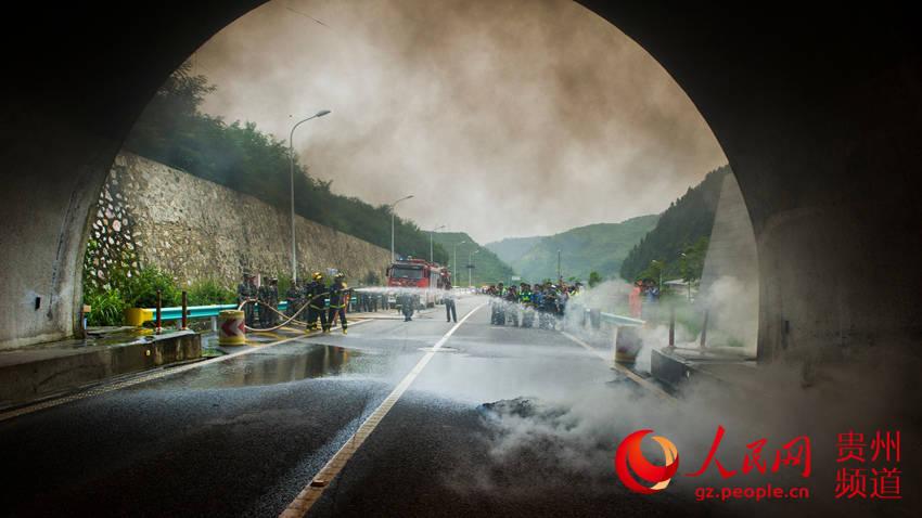 从江县开展高速公路隧道消防逃生应急演练