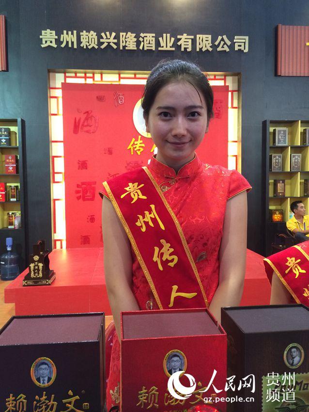 传统服饰的中国情。(李刚.摄)