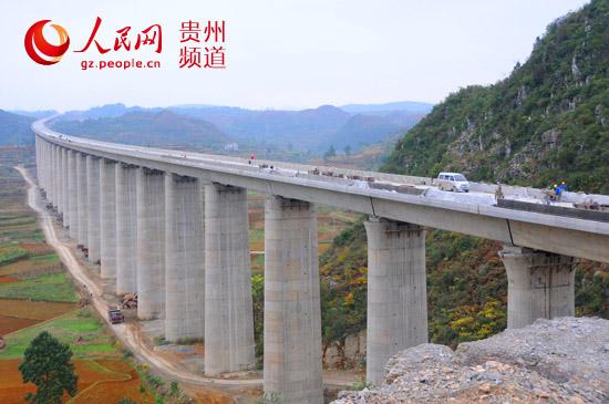 沪昆客专贵州段9标:水桶木寨特大桥防拦施工接近完工