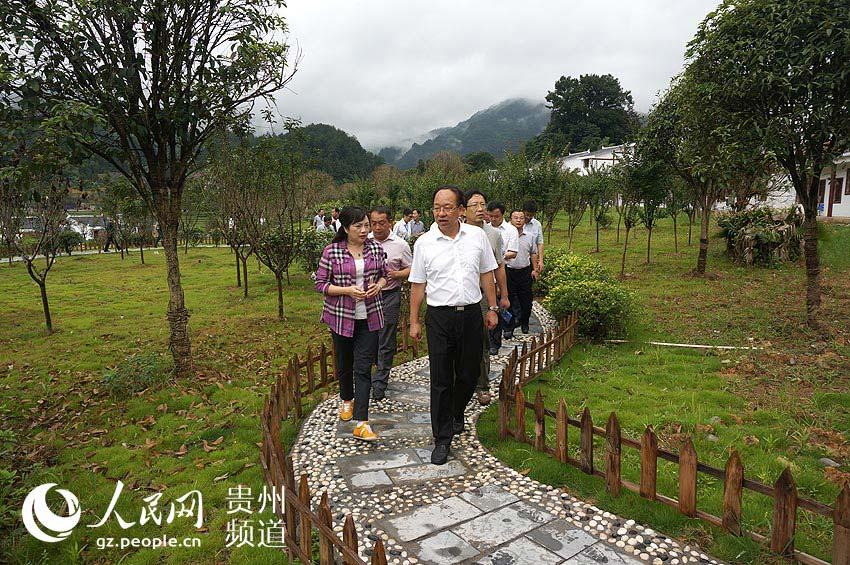 贵州省副省长刘远坤实地查看江口县新农村建设示范点