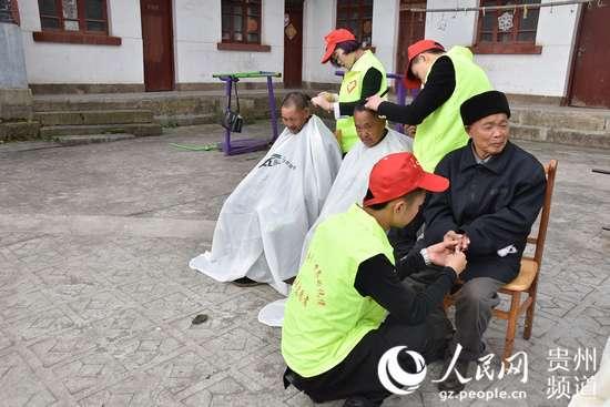 重阳节,务川志愿者开展关爱老人活动 图图片