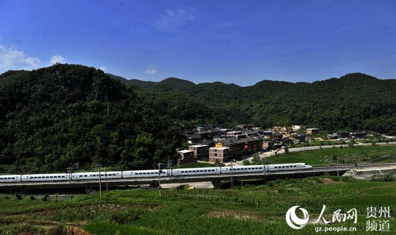 贵州:高铁助推旅游迅速升温【高清组图】