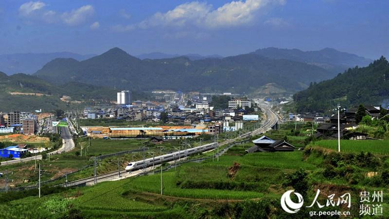 贵州:高铁助推旅游迅速升温