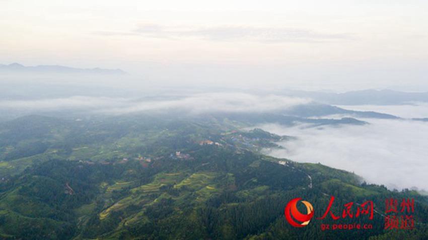 9月1日在贵州省从江县丙妹镇大塘村航拍的云海美景. (吴德军 摄)