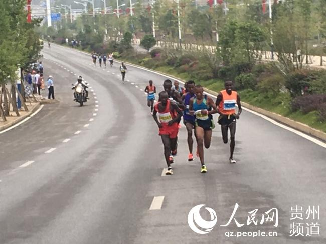 镇宁国际半程马拉松赛万人竞跑