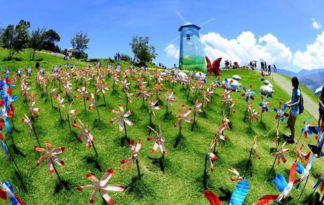贵州兴义:十万只风车亮相七彩风车节
