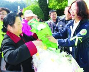 两万株祭祀鲜花换来文明平安清明节期间,为有效防止森林火灾事故,南明区将……