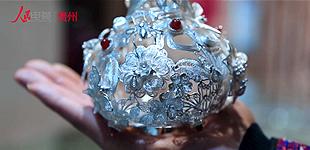 吴昌华:巧手技艺锻银饰 民族文化焕新光         吴昌华出生于银饰锻造世家,受父亲和爷爷的影响,从小就对银饰锻制有着发自内心的喜爱……