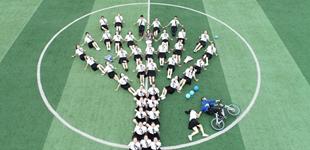 贵州松桃:创意毕业照 留住美好记忆