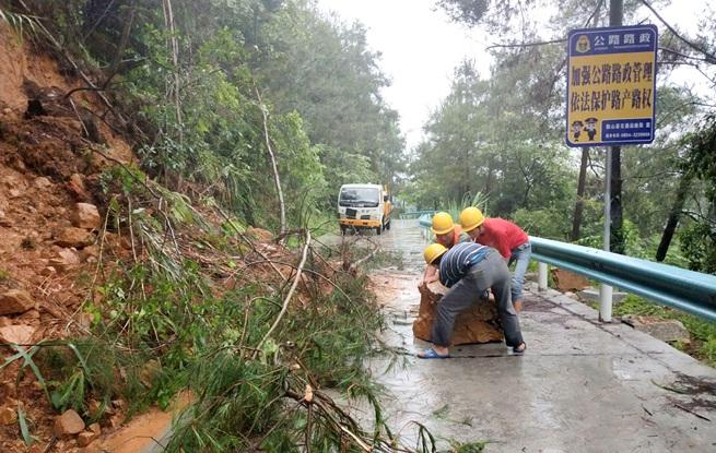 独山:启动紧急防汛措施 全力以赴防御暴雨