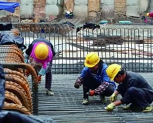 七彩湖污水处理厂建设正酣七彩湖污水处理厂自开建以来,参建人员……