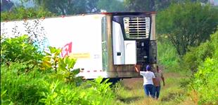 墨西哥惊现停尸卡车 存放约150具尸体引怒火