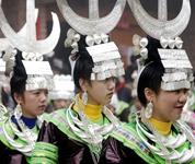 从江:载歌载舞欢闹新春佳节