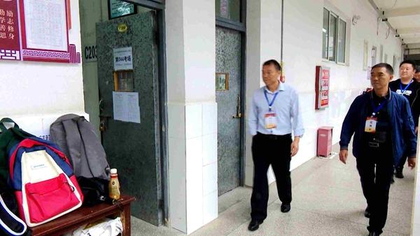 瓮安县领导带队巡视普通高考英语听力考试