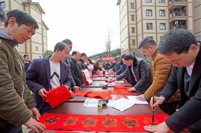 黔西县开展送温暖、送欢乐、送祝福下基层活动