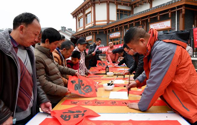 """毕节""""弘扬我们的价值观·家家户户贴春联""""活动红红火火"""