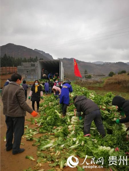 贵州毕节市起运125吨生活物资驰