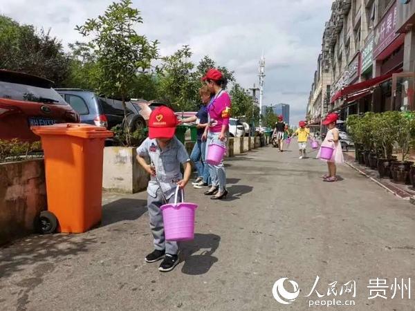 """觀山湖區金陽街道:""""小小""""志願者為文明城市添活力"""