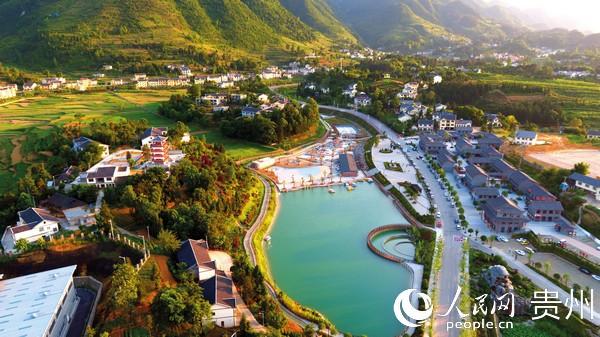 贵州仁怀县鲁班镇琵琶村乡村旅游景色。刘叶琳 摄