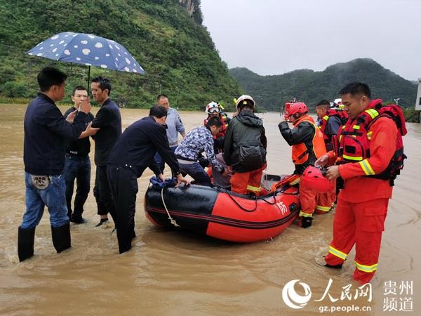救援现场。惠水县消防救援大队供图