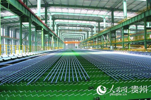 水钢新轧线生产场景。 李敏 摄