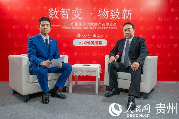 大龙网集团董事长冯剑锋接受人民网记者专访。人民网 涂敏摄