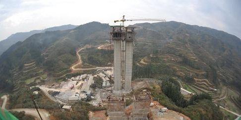 正在建设的贵广高速公路肇兴大桥