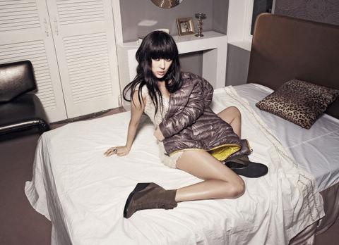韩国女星尹恩惠在最新拍摄的时尚画报中,展现出充满诱惑的性感魅力